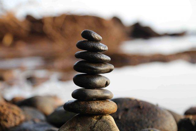Piedras en equilibrio. Meditación
