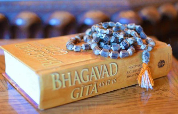 bhagavad-gita-mala-beads-tulasi-mala-beads-1550044-1068x601